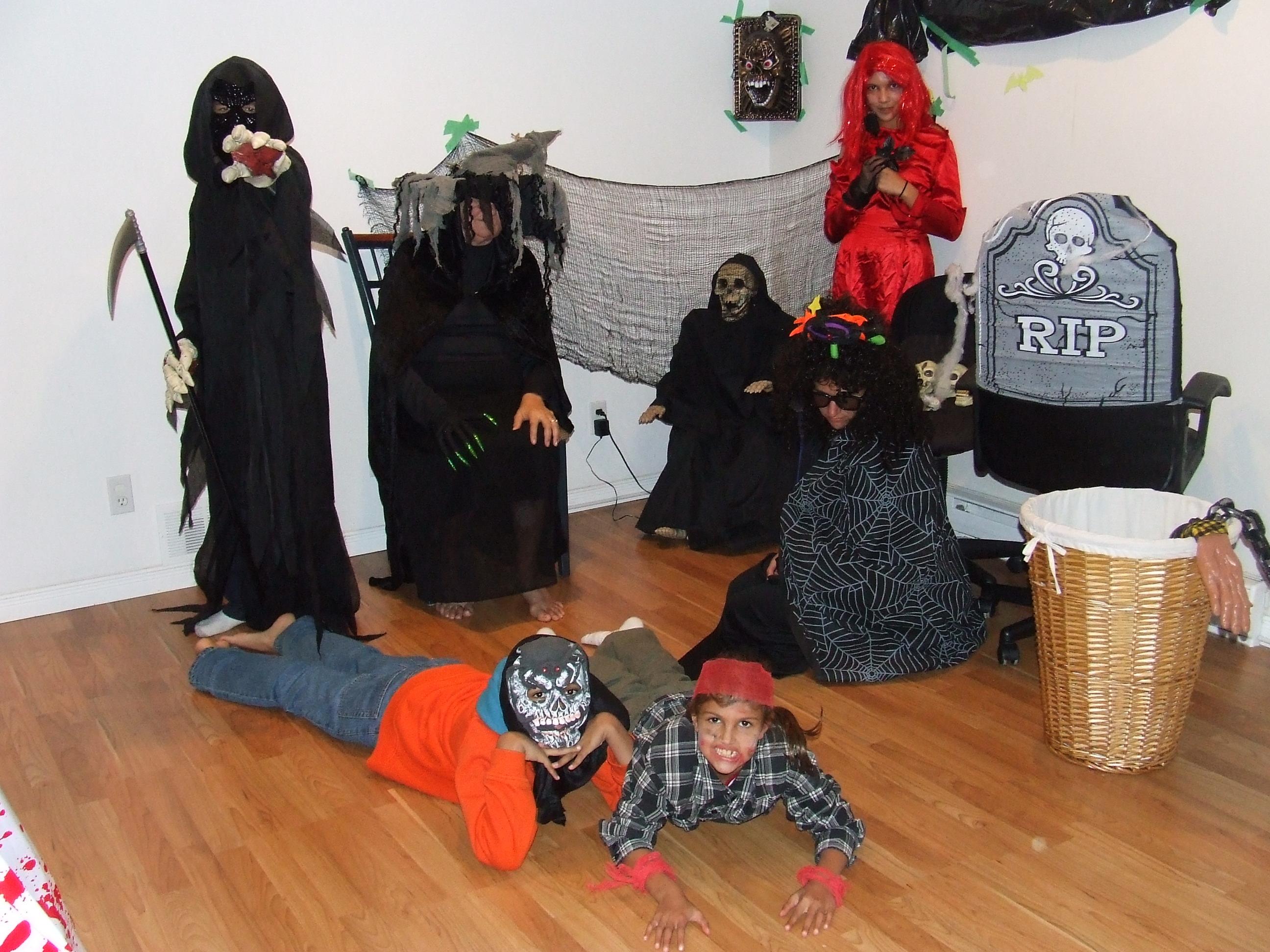 2012 Spooky Tour Sun Crew1